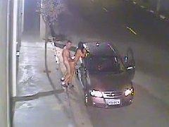 Casal é flagrado fazendo sexo na rua e caiu na net