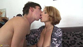 Filme adulto xxx com rapaz fodendo a mãe do melhor amigo