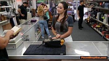 Novinha do redtubr fode na loja de penhores