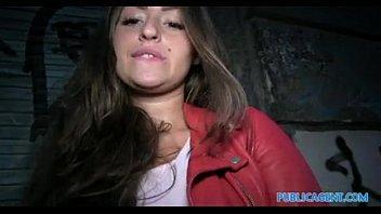 Gatinha bem linda do www xvideos com tira a roupa em um sexo amador