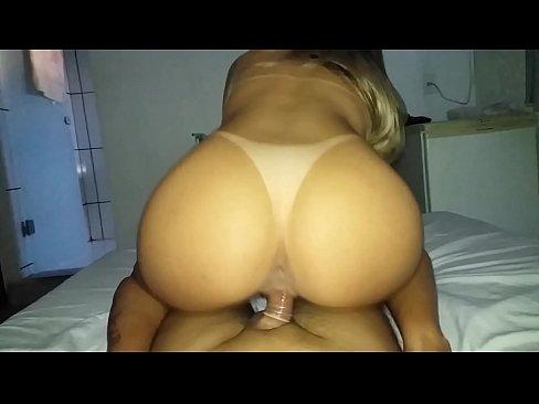 Rabuda bem gata em vídeos pornô tomando pirocada