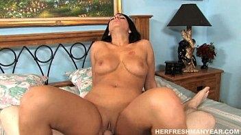 Moreninha bem linda em  porno real metendo