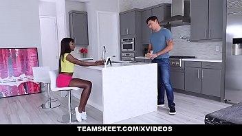 Rapaz comendo a novinha gostosa negra