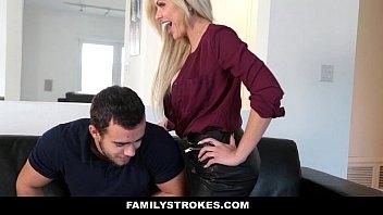 Mallandrinhas loira esta em sexo com o filho do chefe
