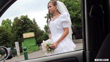 Ver mulher pelada fodendo com o padrinho antes do seu casamento