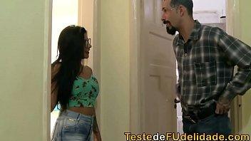 Brasileiras fudendo com o tio que a flagrou peladinha