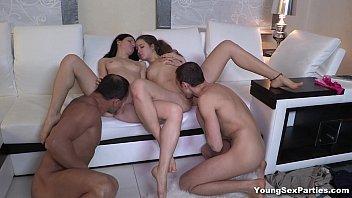 Mulheres lindas nuas em sexo depois da janta com os colegas