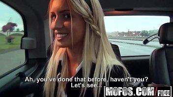 Www.xvideos.com  duas novinhas dentro do carro em suruba