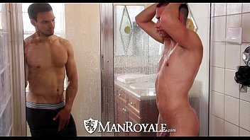 Porno viado em um sexo no banheiro