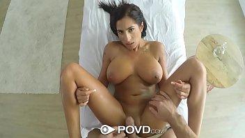 Massagem erótica com peituda excitada