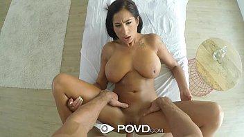 Porno.com com a moreninha fazendo massagem sexual
