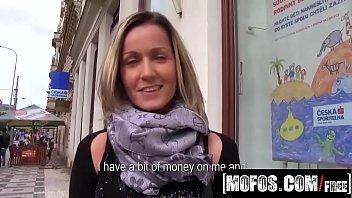 Mom porn dando para o filhão na rua