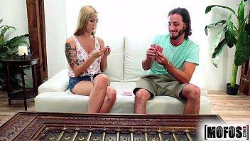 Novinha brasileira tatuada transando com o comedor