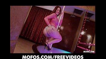Dançando funk pelada no stripper