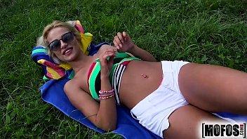 Vídeo free de novinha loira dando muito gostoso