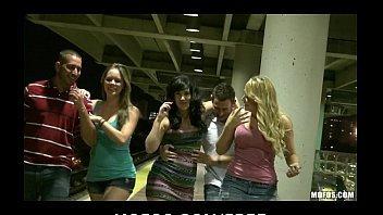 Orgia pura com essas mulheres safadas fodendo gostoso demais