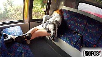 Porno no ônibus safada dando muito gostoso