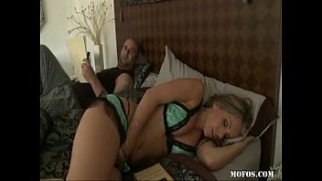 Xlxx madrasta fodendo na cama com safado