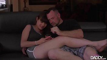 Sexo com o papai metendo com a sua filha