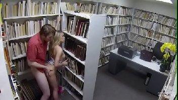 Fodinha na calada com a putinha da biblioteca