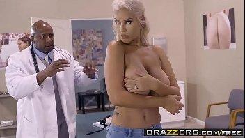 Porno extremo uma loira peituda fode com negro