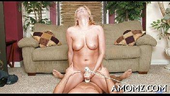 Madura deliciosa dando a sua vagina molhada