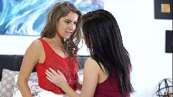 Novinhas lésbicas gozando com vontade