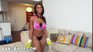 Empregada negra safadinha com o seu patrão transando gostoso