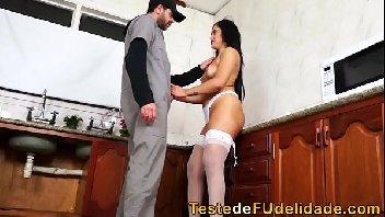 Dona de casa fode com encanador safado