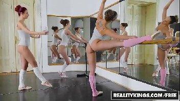 Bailarina gostosa metendo com o safado