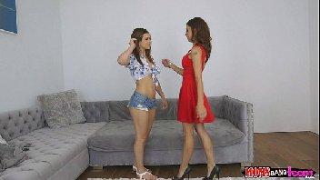 Duas putas gostosas dando para o homem safado