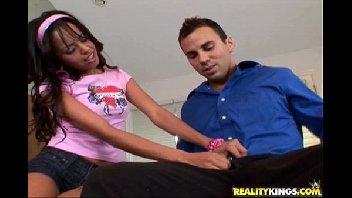 Novinha safadinha mete com o seu professor safado