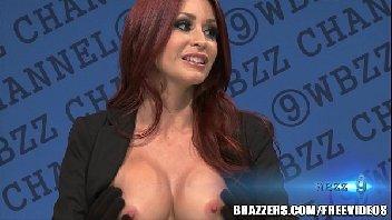 Repórter do sexo dando a buceta para o entrevistado