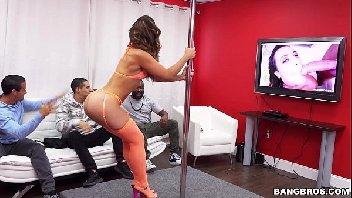 Stripper gostosa metendo com o marmanjo safado