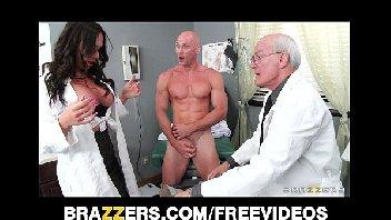 Assistente do medico fodendo com o paciente bombado