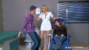 Doutora aventureira transando gostoso com o namorado de sua paciente
