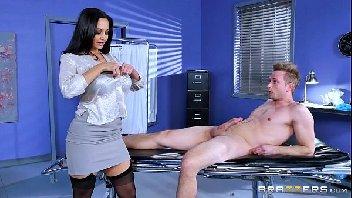 Doutora gostosa se aventura na rola do seu paciente