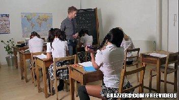 Escola do sexo com aluna vadia fodendo com o seu professor