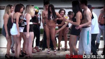 Festa com muita putaria na beira da piscina