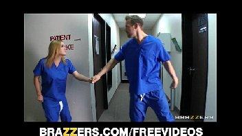Sexo no hospital com medico e enfermeira metendo gostoso