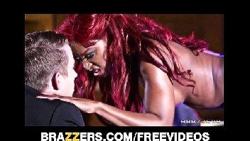 Stripper ruiva safadinha metendo gostoso com o homem safado