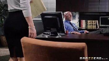 Cena de sexo safada metendo com o seu chefe