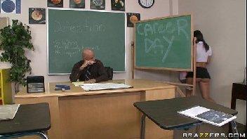 Professor safado comendo a buceta de sua aluna safadinha