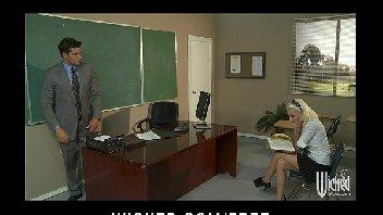 Professor safado metendo na aluna gostosa dentro de sala