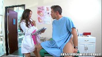 Doutora safada cuidando bem do seu paciente
