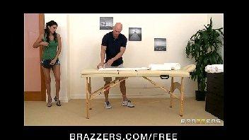 Morena gostosa fodendo com o massagista