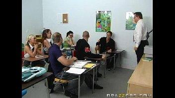 Peituda gostosa transando com o seu professor