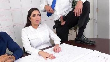 Secretaria gostosa metendo com o macho safado