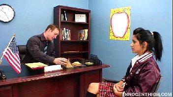 Diretor da escola comendo a aluna gostosinha