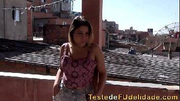 Patricinha loirinha safada subiu a favela para dar a buceta
